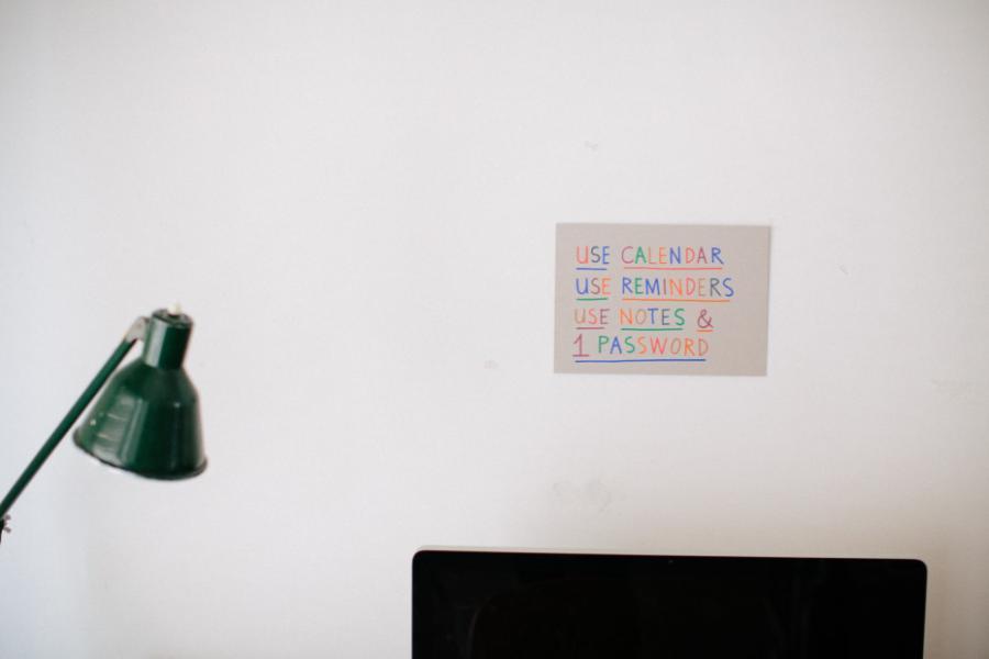 Ninasagt – Jordy van den Nieuwendijk shows his Apartment & Studio